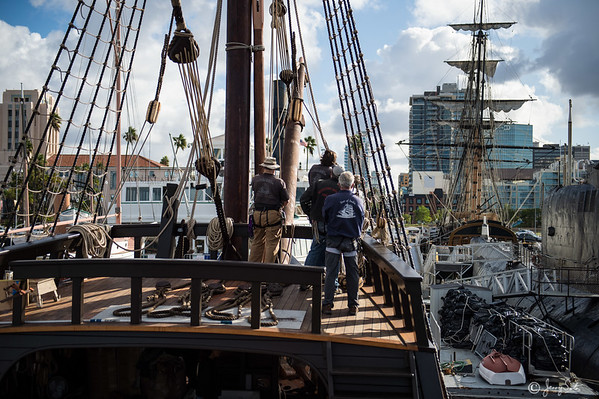 11/10/2015 Stepping the top mast on the San Salvador